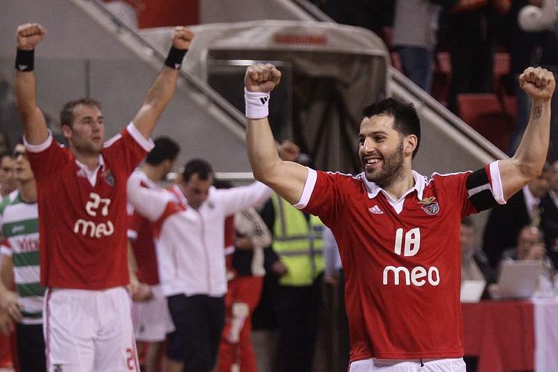 Benfica perde com húngaros do Pick Szeged por 25-24