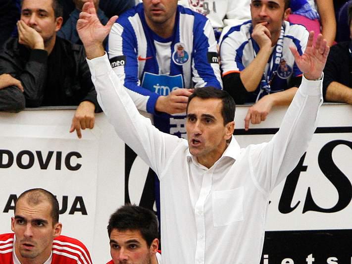 Benfica entra a vencer