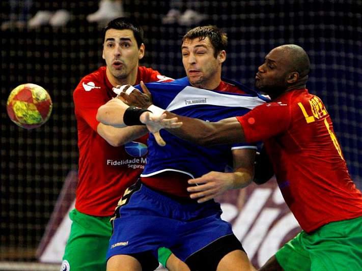 Portugal vence rival direto Macedónia rumo ao Euro2014
