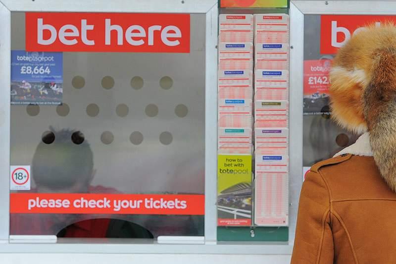 Catorze detidos em Singapura por fraudes relacionadas com apostas