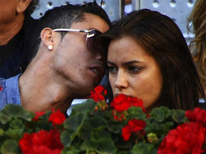 Irina Shayk e Bar Refaeli 'pegam-se' por Ronaldo