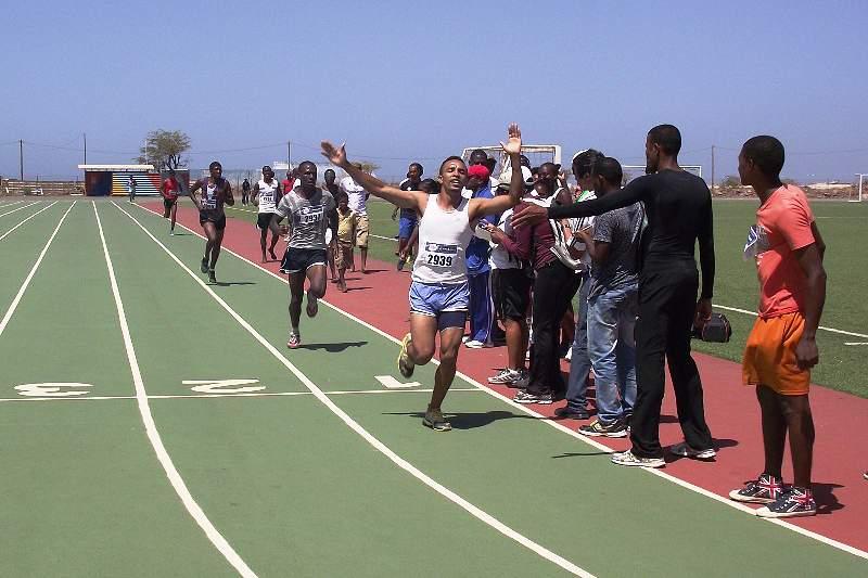 Jailson Tavares triunfa nos 1.500 metros em Santiago Sul