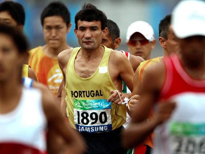 Nuno Alves e Carlos Ferreira no pódio de 1.500 metros T11