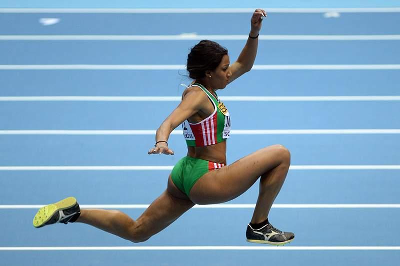 Mamona fica em quinto na prova de triplo salto em Doha.