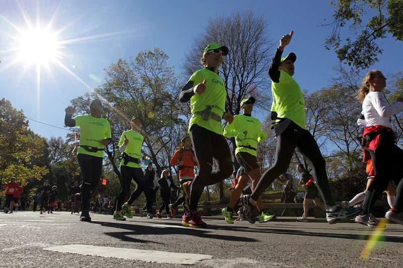 Português entrega medalhas a participantes da Maratona de Nova Iorque
