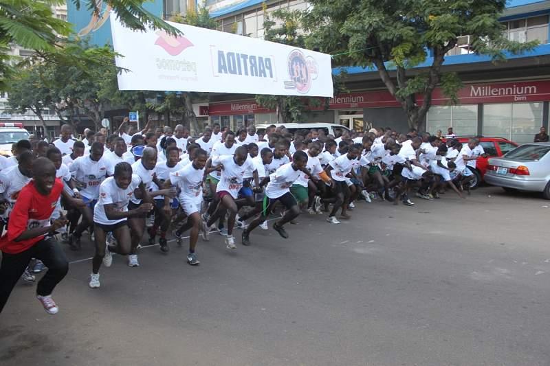 Centenas de corredores participaram 24ª légua Petromoc