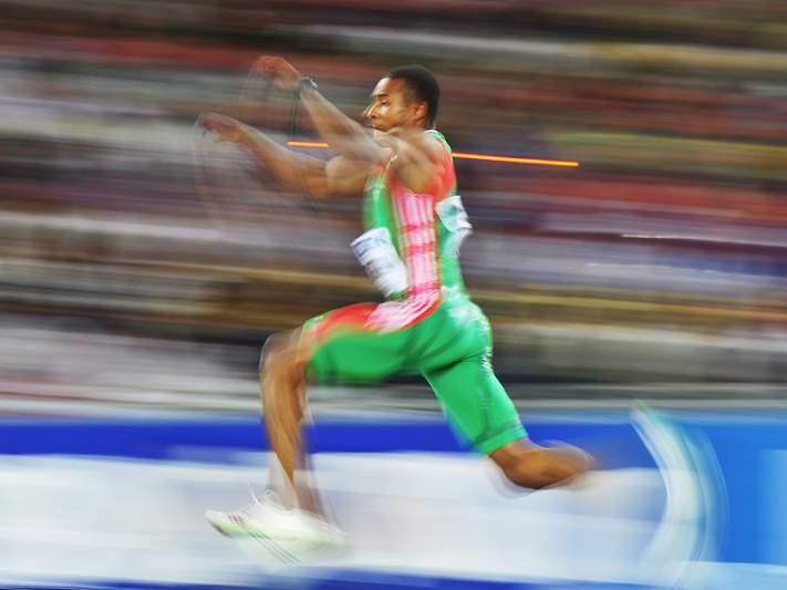 Nelson Évora com Jogos Olímpicos em perigo