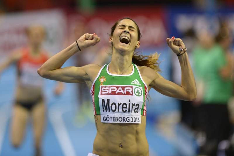 Assunção Esteves felicita Sara Moreira