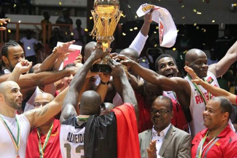 Campeões africanos recebidos em festa em Luanda