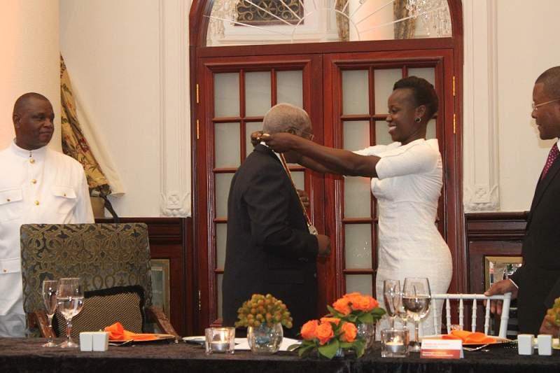 Guebuza recebe medalha do afrobasket na homenagem às Samurais