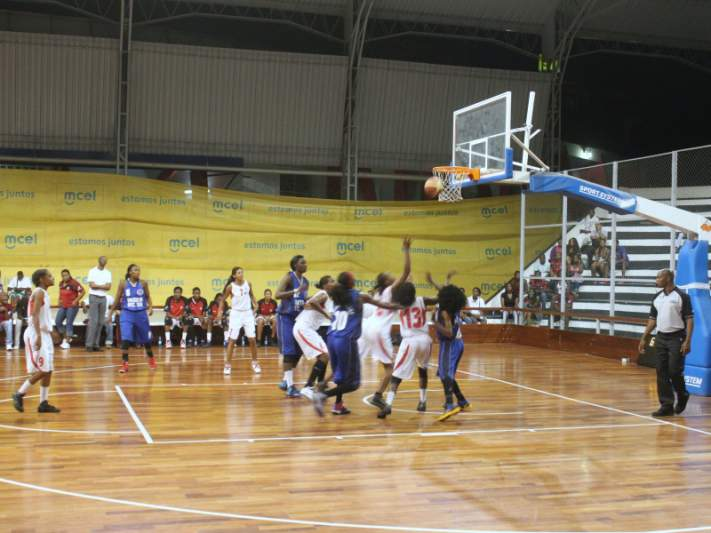 200-27: Ninguém perde assim no basquetebol!