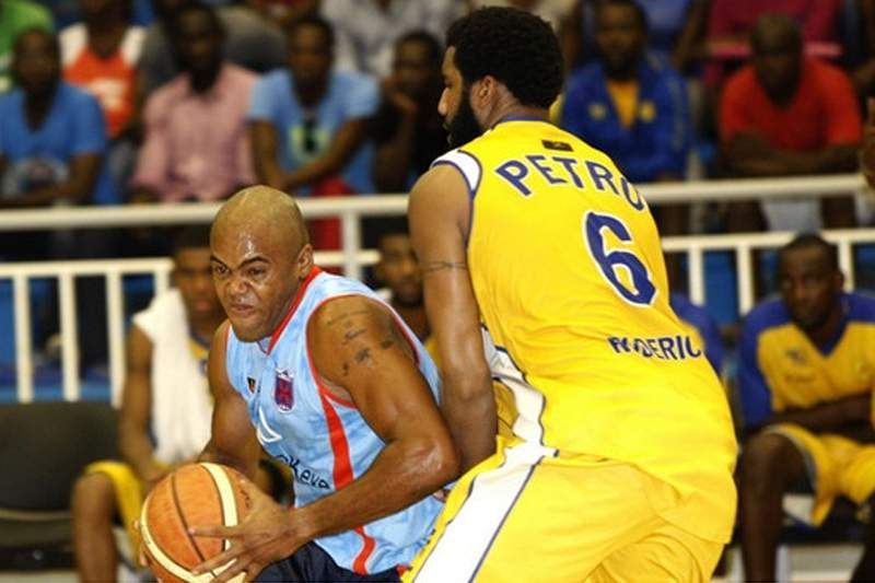 Libolo vence Petro e lidera fase final