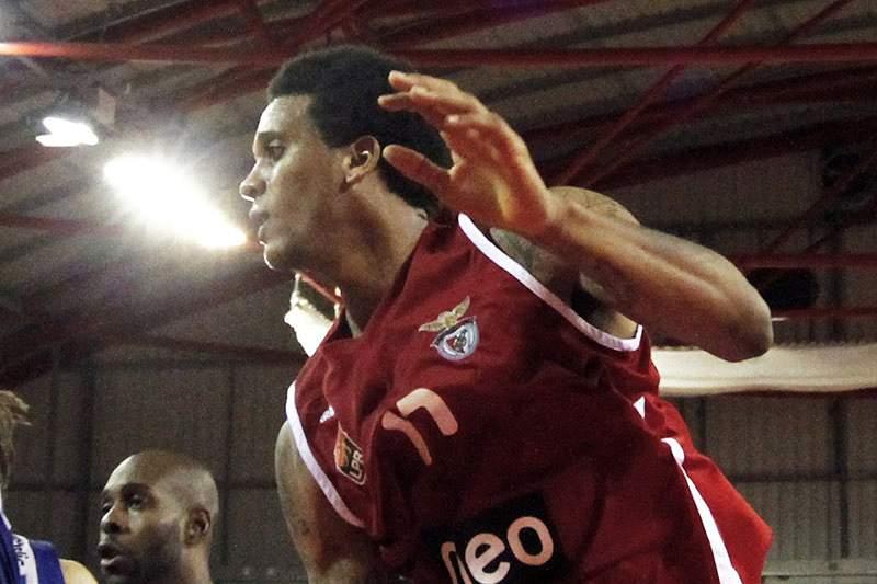 Benfica afasta Ovarense da Taça