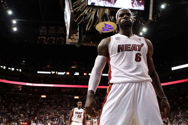LeBron e Wade ajudam Heat a voltar às vitórias