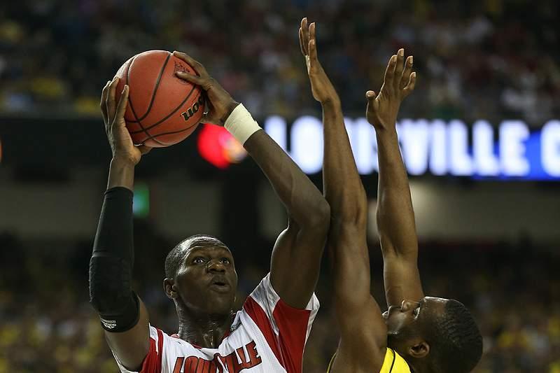 Louisville vence campeonato universitário de basquetebol