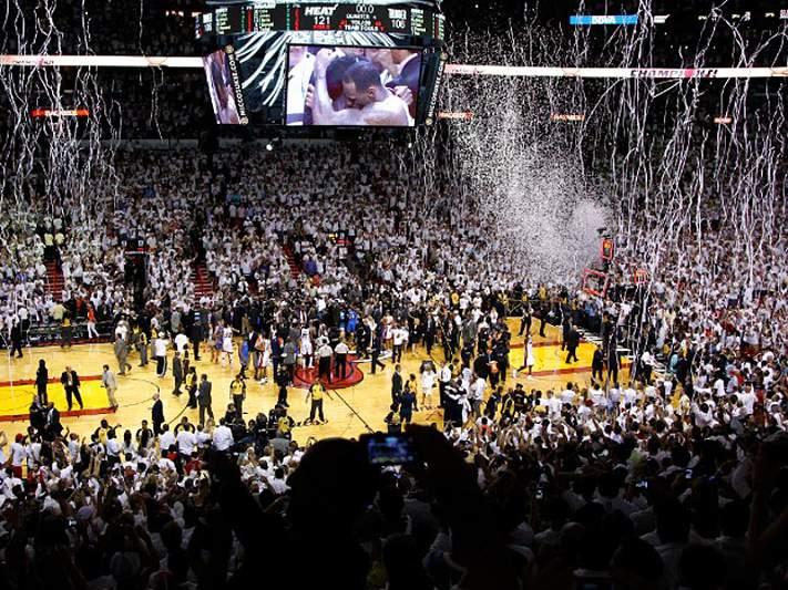 Noite de sonho de LeBron James dá título aos Miami Heat