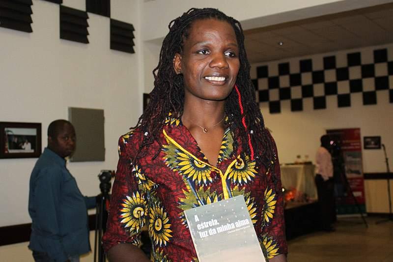 Clarisse Machanguana lança seu primeiro livro