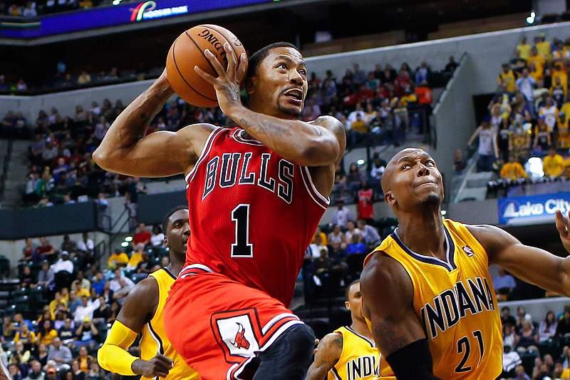 Rose regressa aos Chicago Bulls 17 meses depois