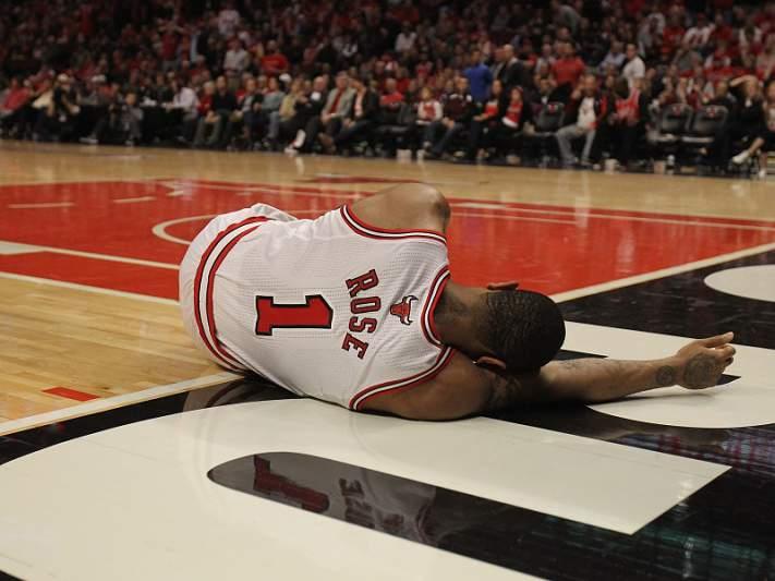 Derrick Rose falha o resto da temporada da NBA