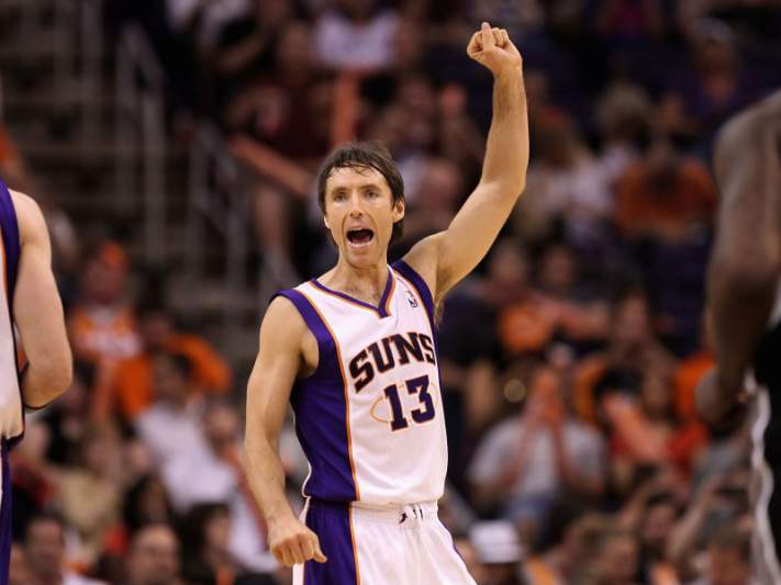 Steve Nash assina pelos Lakers