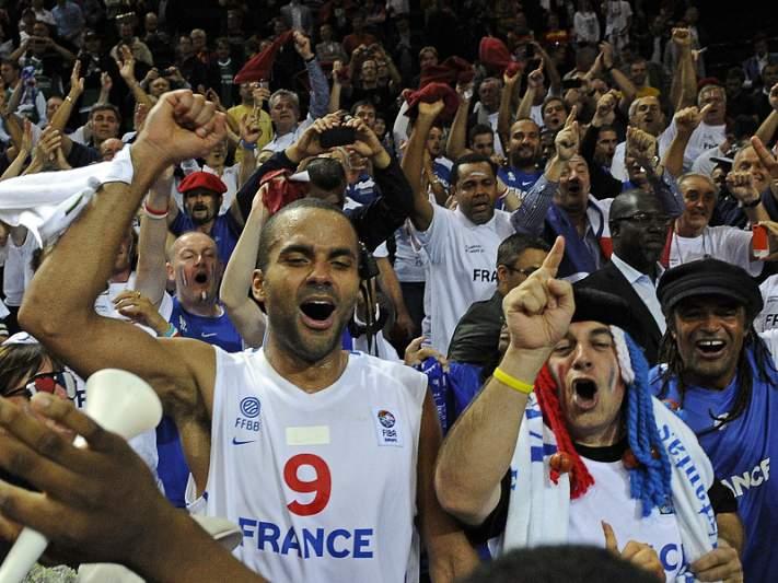 Tony Parker lidera triunfo francês