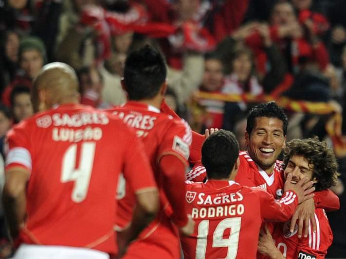 Benfica mais líder goleia Nacional