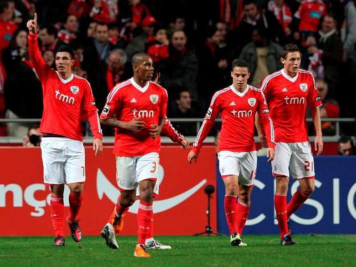 Benfica à espreita de um deslize portista