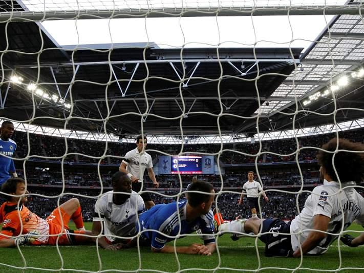 FA volta a pedir tecnologia na linha após golo