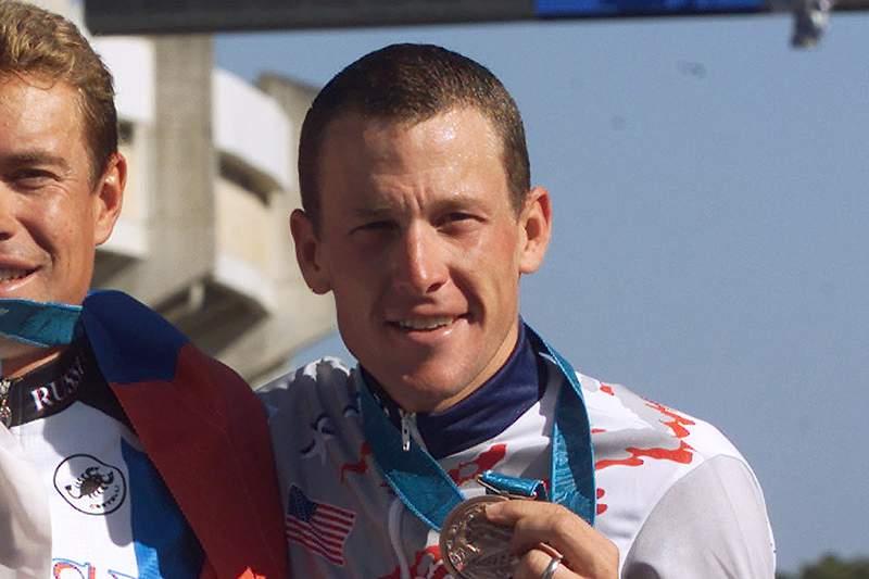 COI recebe medalha olímpica de Armstrong