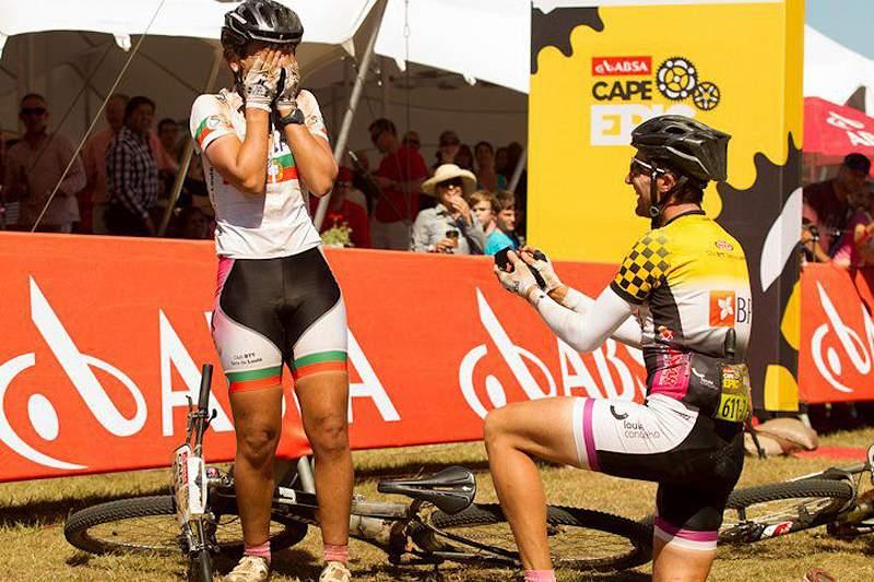 Ciclista português pede colega de equipa em casamento