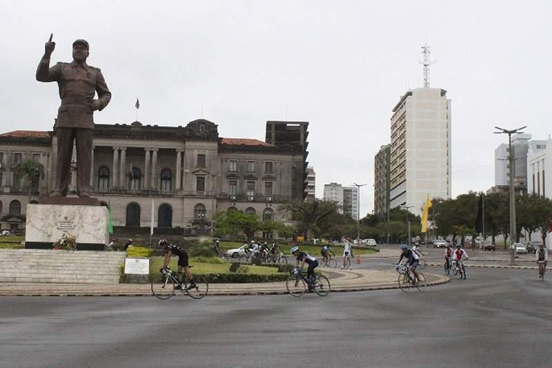 Ciclistas homenageiam Samora Machel