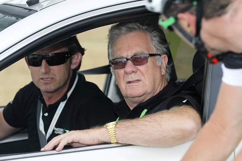 Federação australiana rescinde com Matt White