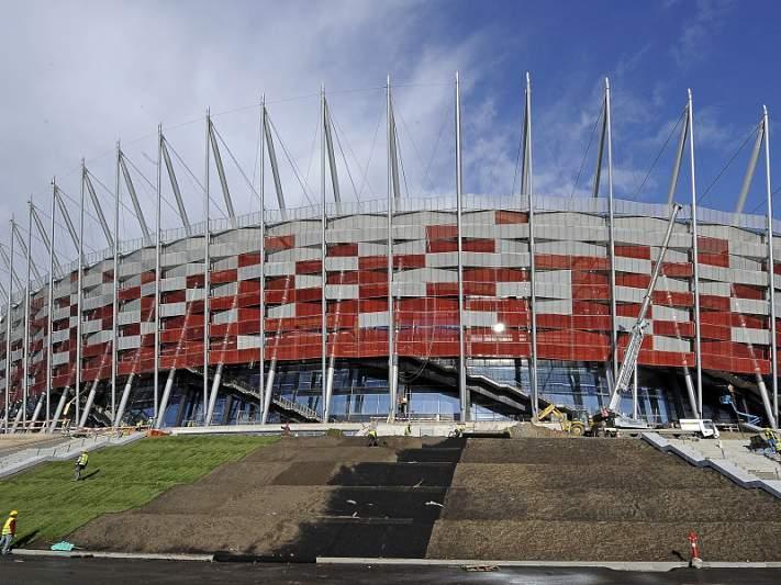 Inauguração do estádio de Varsóvia adiada