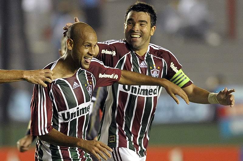 Carlinhos e Deco festejam um golo na Libertadores