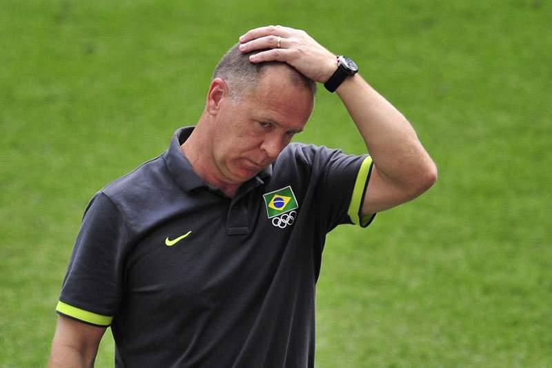 Mano Menezes demitido de selecionador