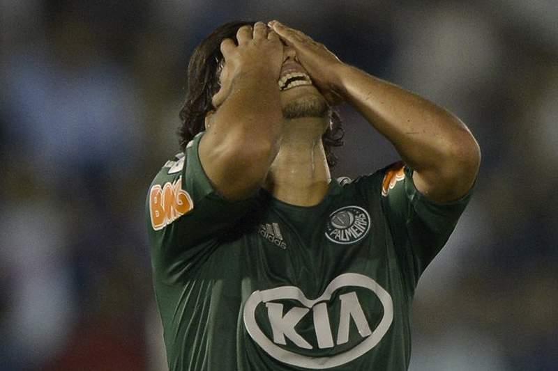 Adeptos do Palmeiras agridem jogadores