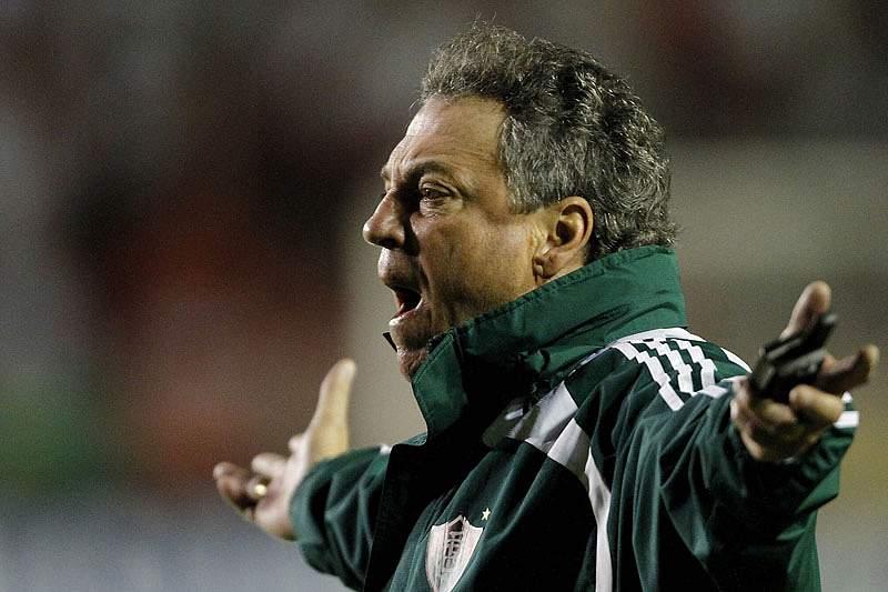 Fluminense empata mas vê título mais perto