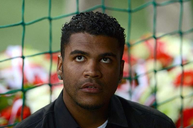 São Paulo contrata jogador que está preso
