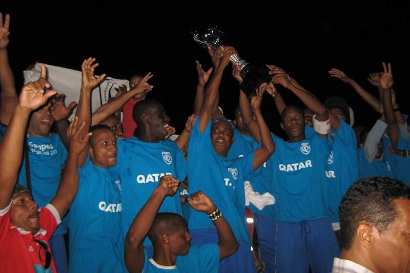 Carlos Alhinho homenageado em Torneio de Futebol na Praia