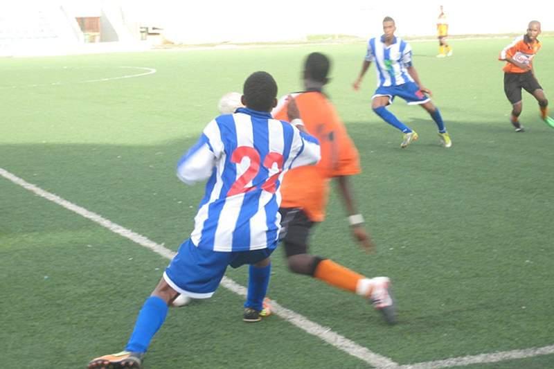 """Sporting da Praia e """"Bola pa Frente"""" inauguram regional de sub-17"""