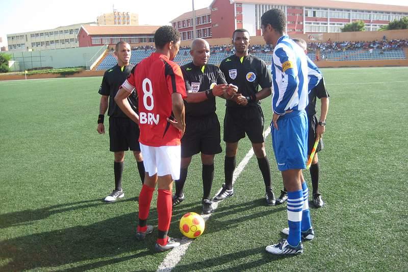 Mindelense discute liderança com Derby em São Vicente