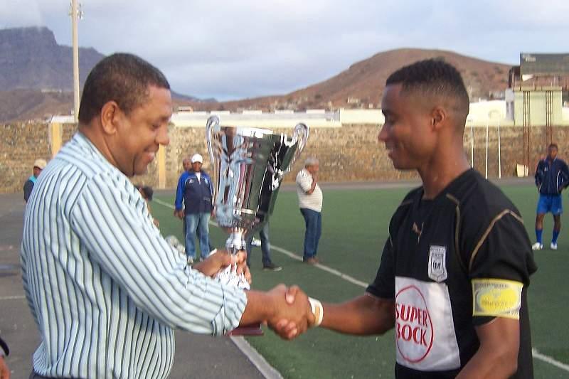Batuque bate Derby e conquista Taça de São Vicente
