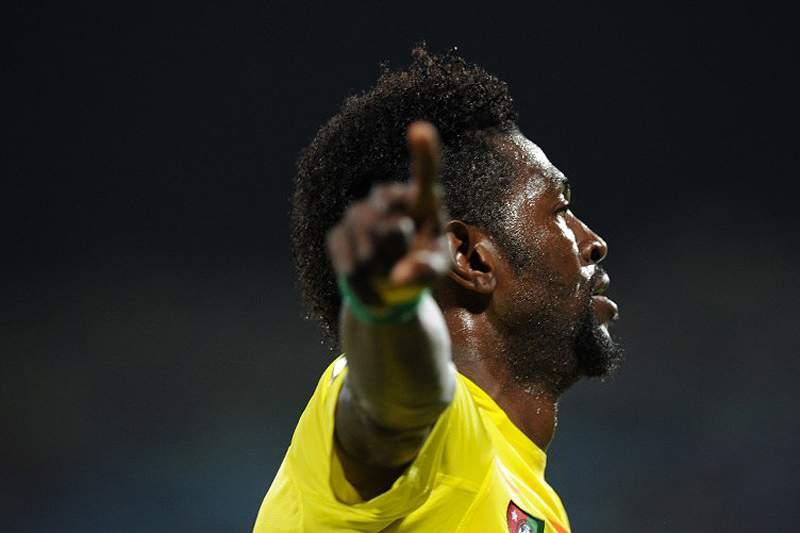 Adebayor coloca Togo na corrida aos quartos-de-final