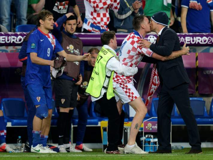 Adepto beija na boca selecionador croata