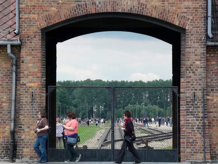Auschwitz, o racismo que nos separou