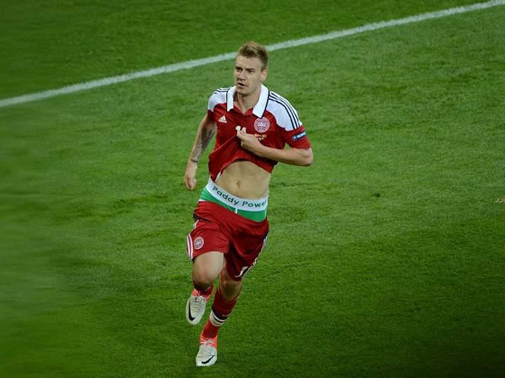 UEFA vai analisar cuecas de Bendtner