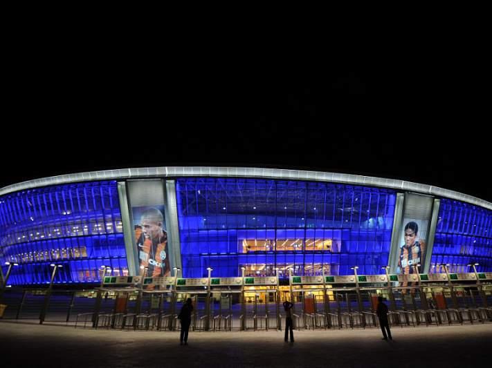 UEFA autoriza fumos negros em homenagem a Miki Roqué