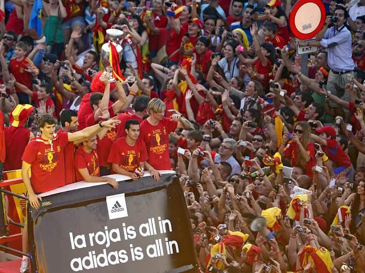 Madrid em festa celebra triunfo histórico da seleção de Espanha