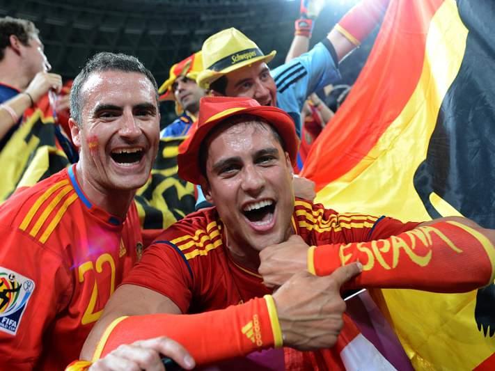 Rússia e Espanha multados por comportamento racista