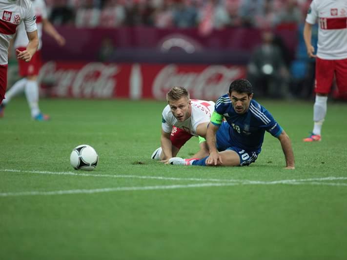 Papastathopoulos e Szczesny suspensos por um jogo